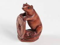 Нэцкэ деревянная Крыса с монетой