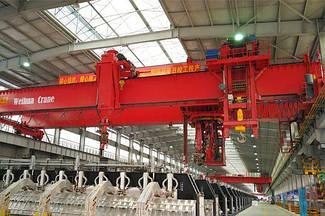 Многофункциональный мостовой кран для электролитического алюминия