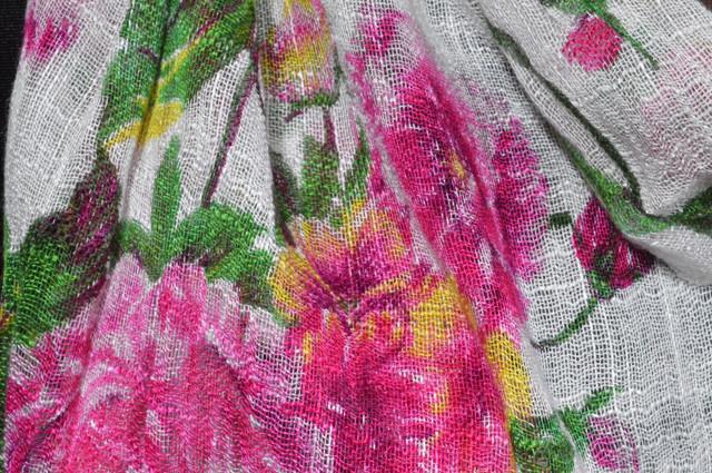 Розовый льняной шарф с пионами фото 2