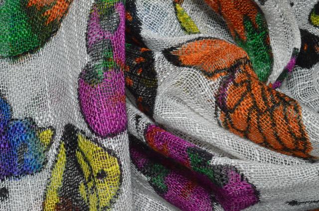 Белый льняной шарф с орнаментом бабочки фото 2