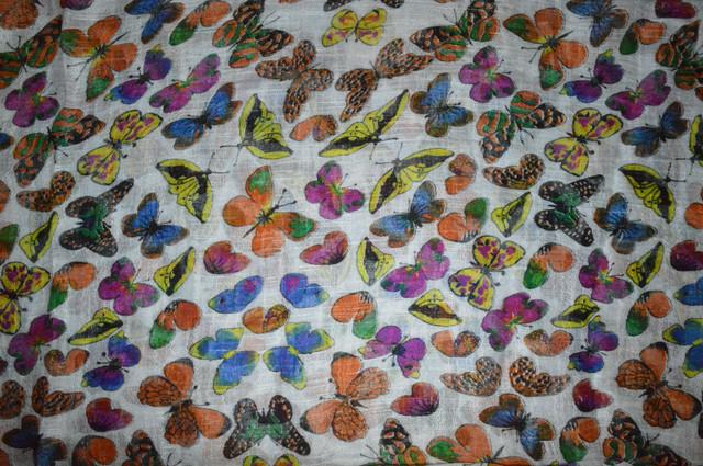 Белый льняной шарф с орнаментом бабочки фото 3