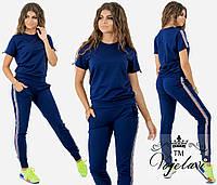 Женский спортивный костюм украшен жемчугом и люрексовой лентой 1051
