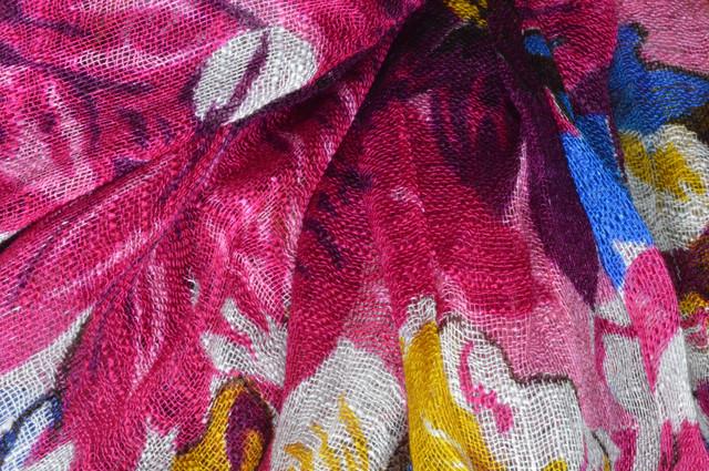 Льняной шарф с цветами маджента фото 2