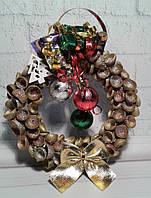 Венок новогодний на дверь из шляпок желудей -подарок на Новый год 2021