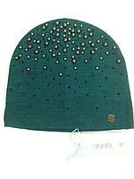 Женская шапочка украшенная бусинками цвет зелёный