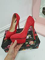 Туфли на каблуке и платформе коса красные