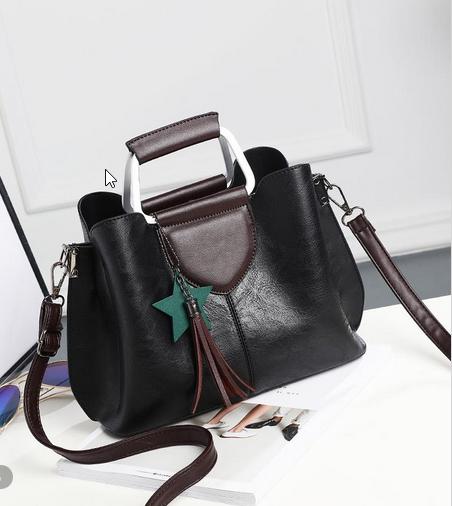 Елегантна жіноча сумка з мармуровим відтінком