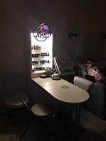 Маникюрный стол гармонично вписался в интерьер 4