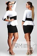 Платье с баской батальное черно-белое