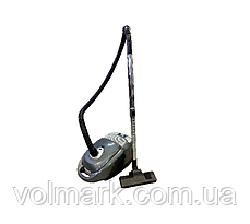 GRUNHELM GVC8220G Пылесос с мешком 2400Вт (серый)
