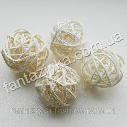 Плетеный шарик из ротанга 30мм, белый