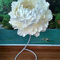 Пион белый на стойке. Большие ростовые цветы из изолона., фото 1