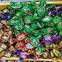 Сухофрукты в шоколаде с грецким орехом.