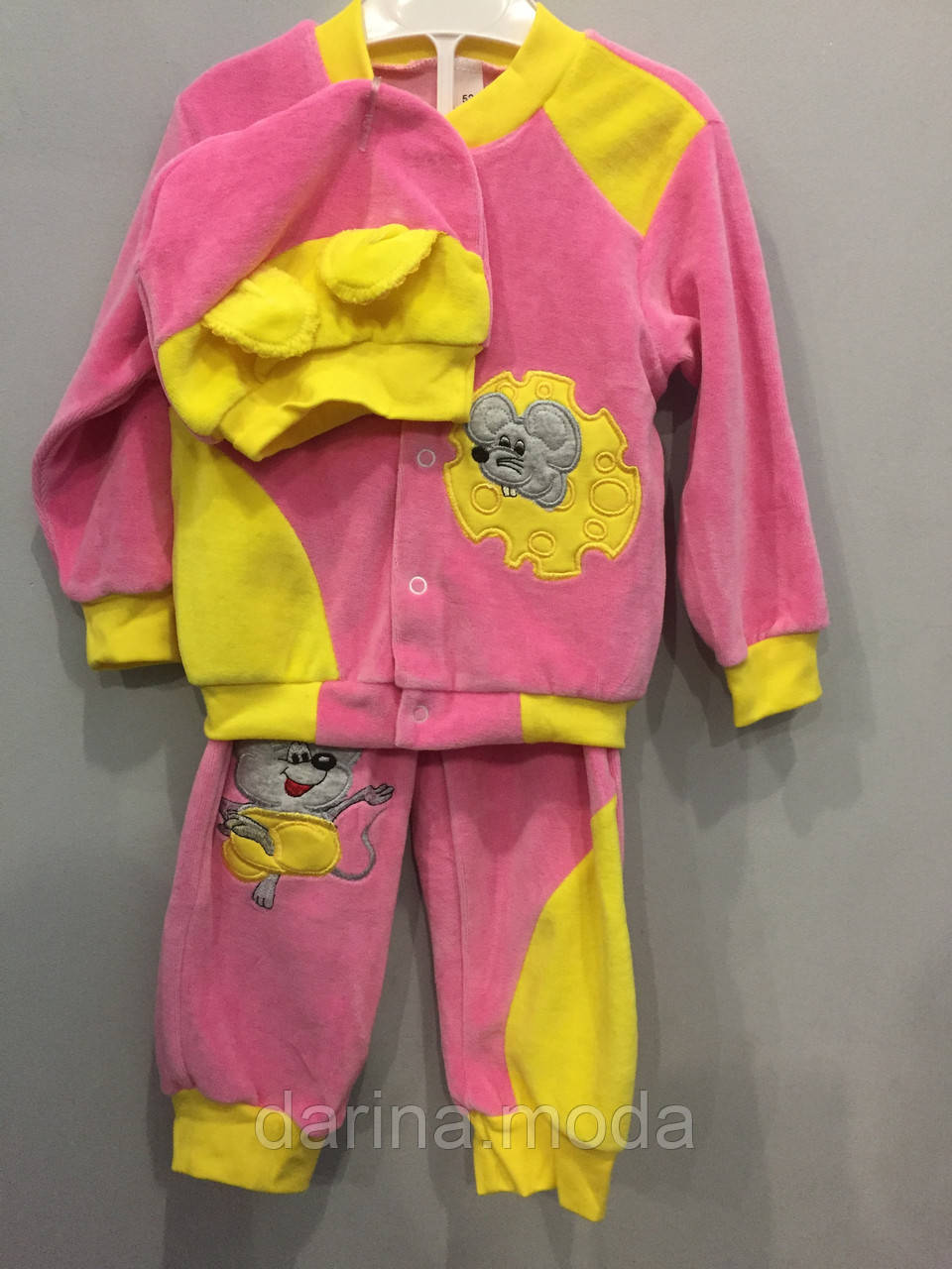 Велюровый костюм с мышкой для девочки