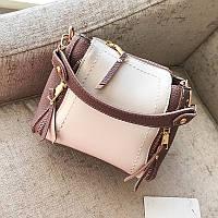 Маленькая женская розовая сумочка через плечо с декоративными змейками