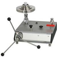 Грузопоршневой манометр высоких давлений - диапазоны: до 7000 бар (гидравлика) - погрешность: 0,05 % / 0,025 % / 0,02 % от ИВ  CPB5000HP