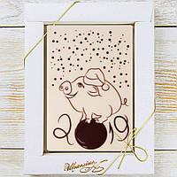 """Шоколадная открытка """"Свинка на шаре """"(белая) классическое сырье. Размер: 187х142х10мм, вес 170г, фото 1"""
