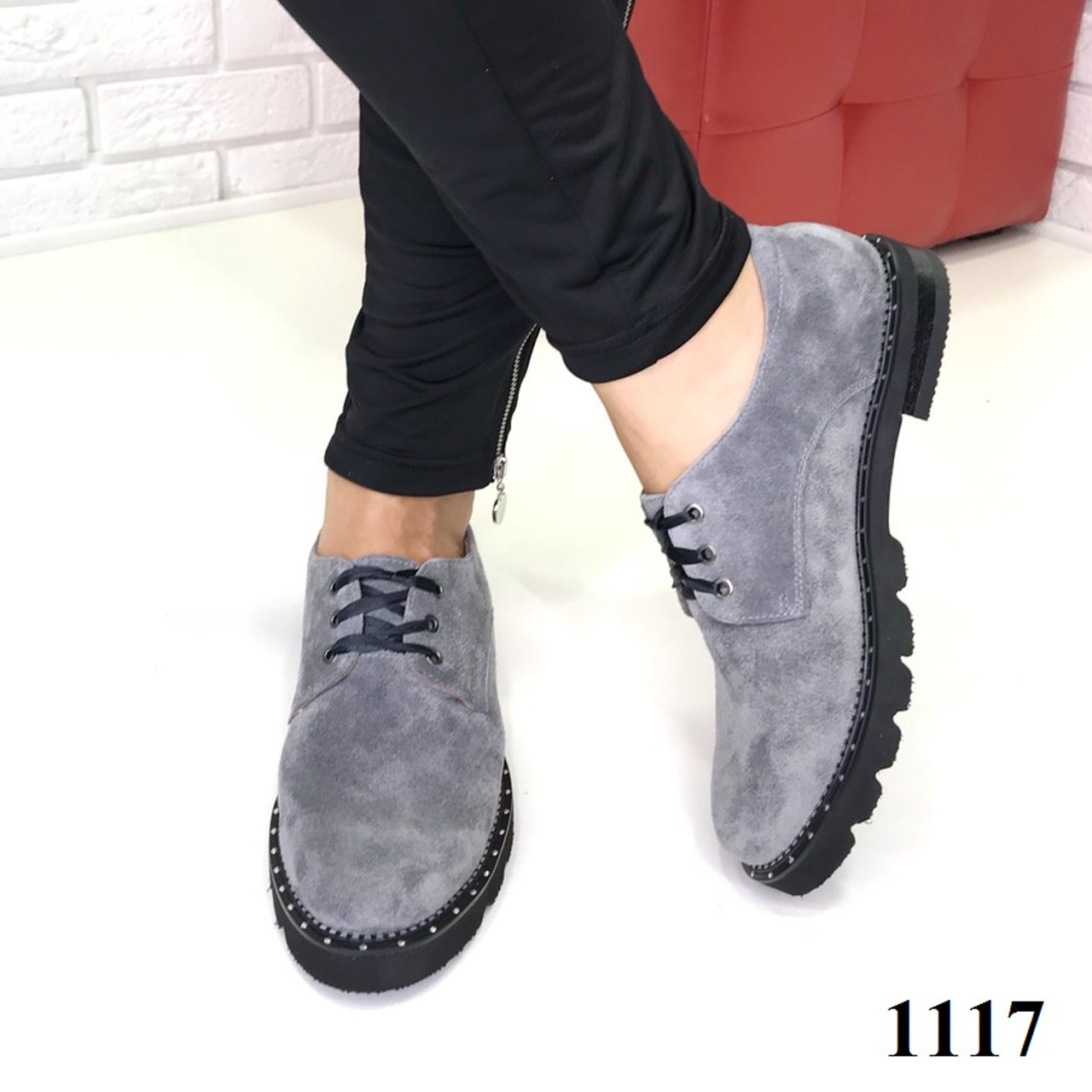 Женские замшевые туфли на шнуровке серые