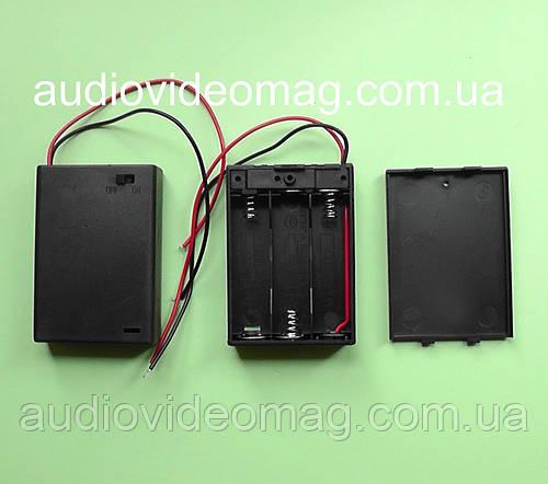 Отсек для 3 АА (пальчиковых) батареек с крышкой и выключателем