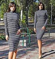 Женское платье в полоску ниже колена