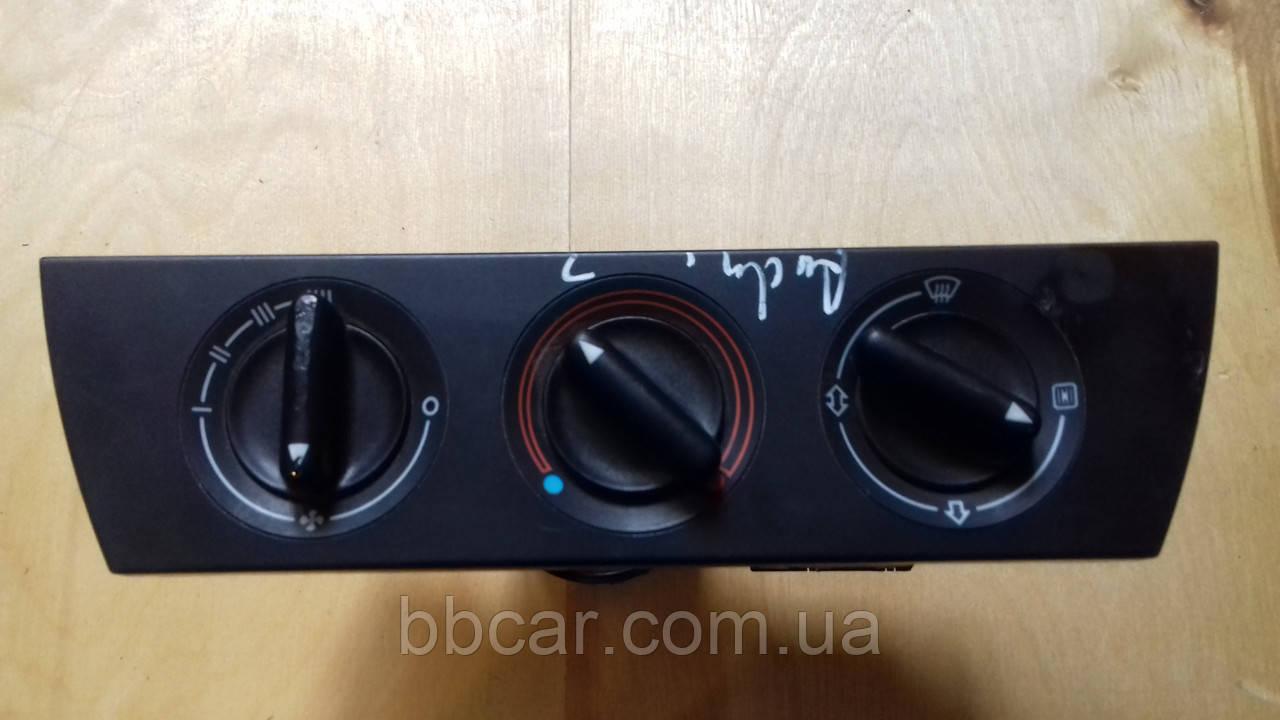 Блок управління пічкою  Audi A-6 C 4