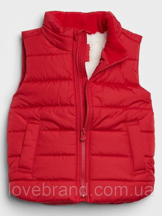 Фирменная жилетка для мальчика GAP на меху красная 18-24 мес