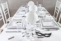 """Щороку на острові Говернорс в Нью-Йоркській бухті відбувається знаковий захід - """"Вечеря в білому""""."""