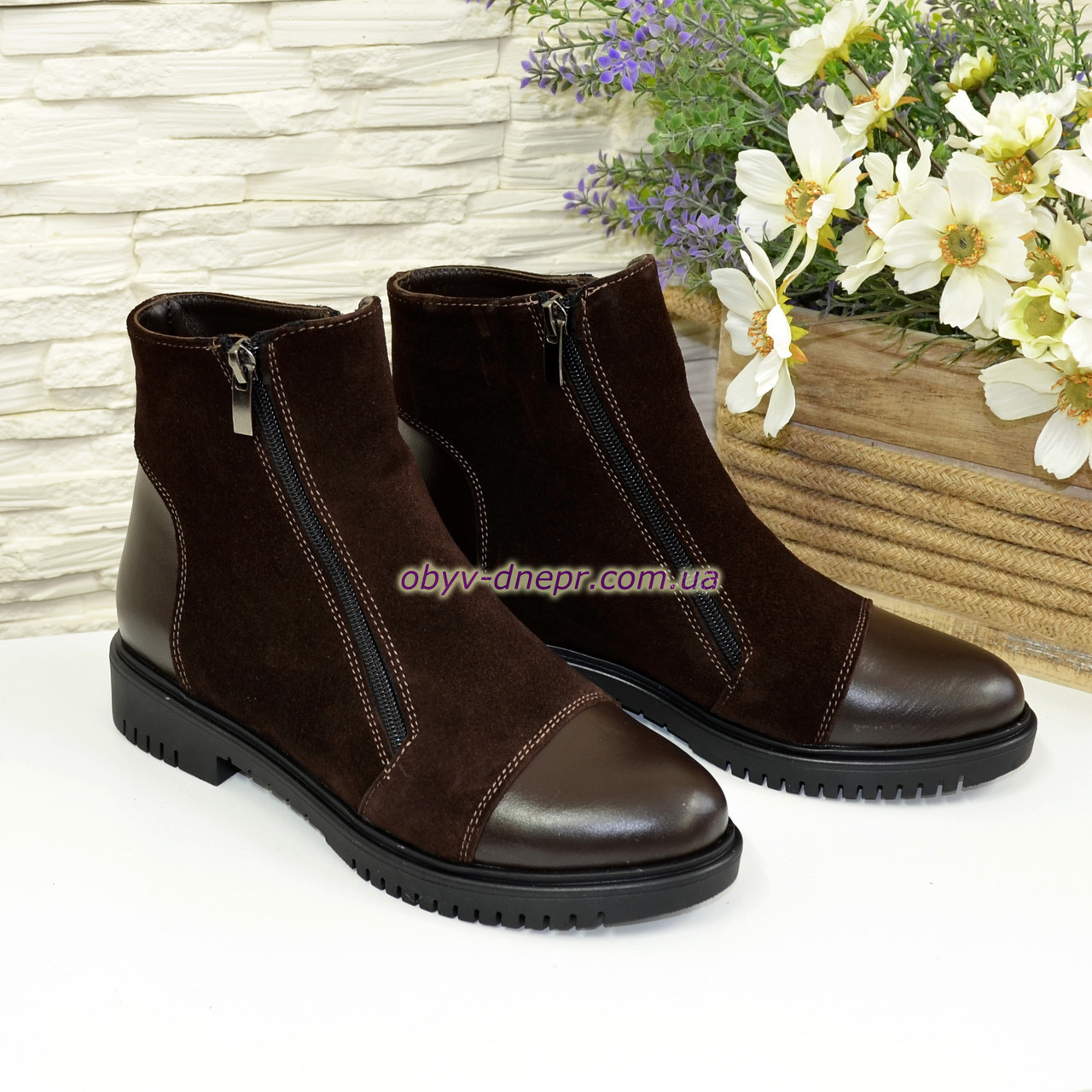 Ботинки   женские на низком ходу, из натуральной кожи и замши коричневого цвета