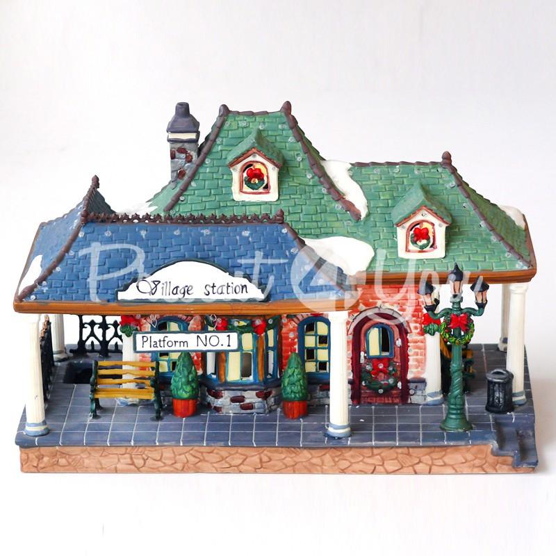 Новогодний декор домик «Вокзал», фарфор, с диодной подсветкой, h-17,5x26x14 см.
