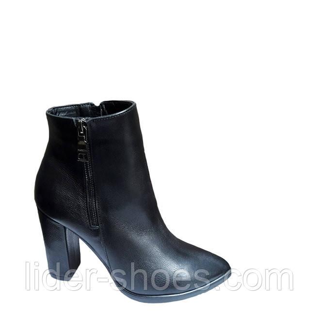 Женские осенние ботинки на каблуке