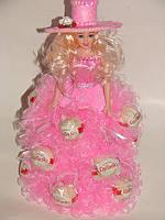 """Кукла из конфет """"Розовая шляпка с raffaello"""""""