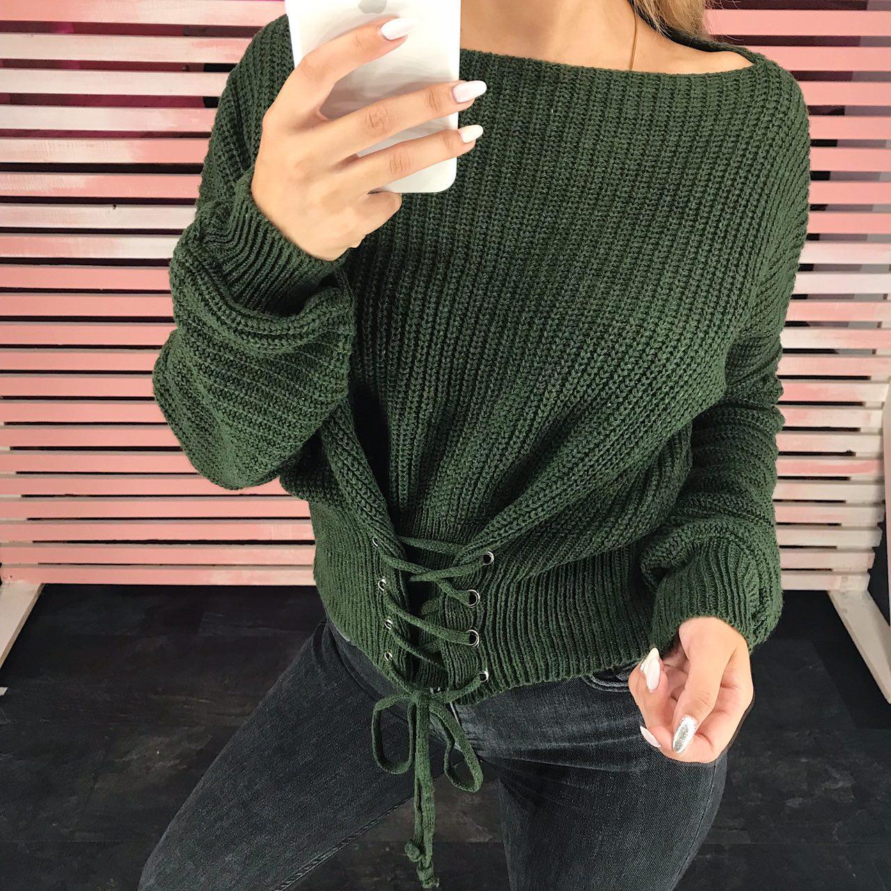 Стильный женский свитер со шнуровкой
