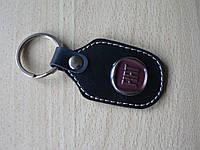 Брелок d продолговатый Fiat 97мм 8г кожезаменитель коричневый эмблема Фиат на авто ключи Уценка №1, фото 1