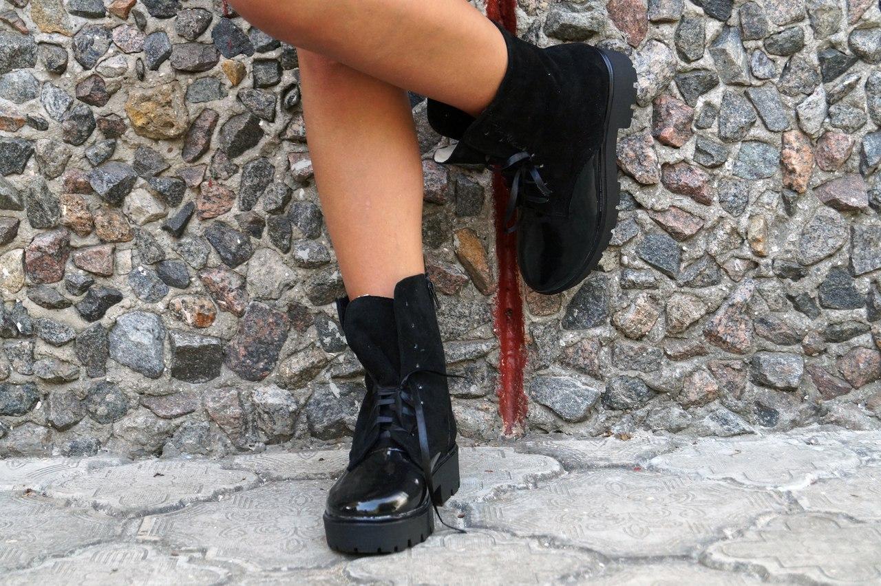 Ботинки на шнурках натуральная замша +эколак. Подошва: черная и белая. Размеры: 36-42  код 4565О