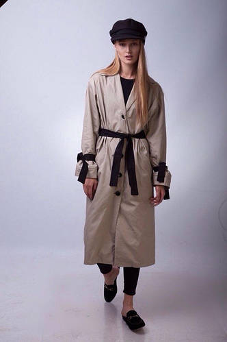 Стильное пальто тренч длинное с отложным воротником с пуговицами и поясом  бежевое d1e7a4fedb7fe