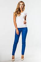 Синие обтягивающие брюки