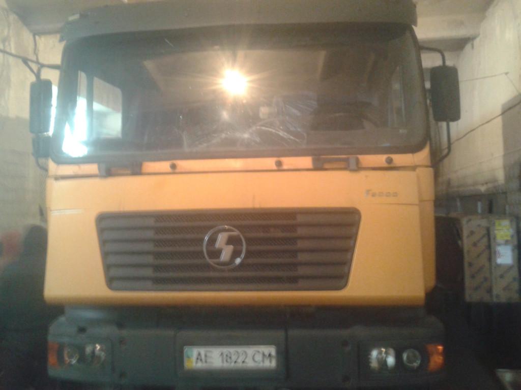Замена лобовых стекол на грузовик  Saanksi f 2000