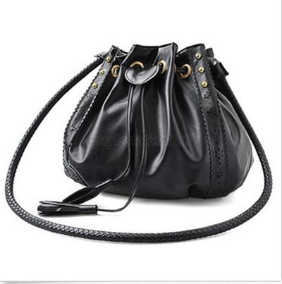 Стильна жіноча сумка хобо на затягуванні