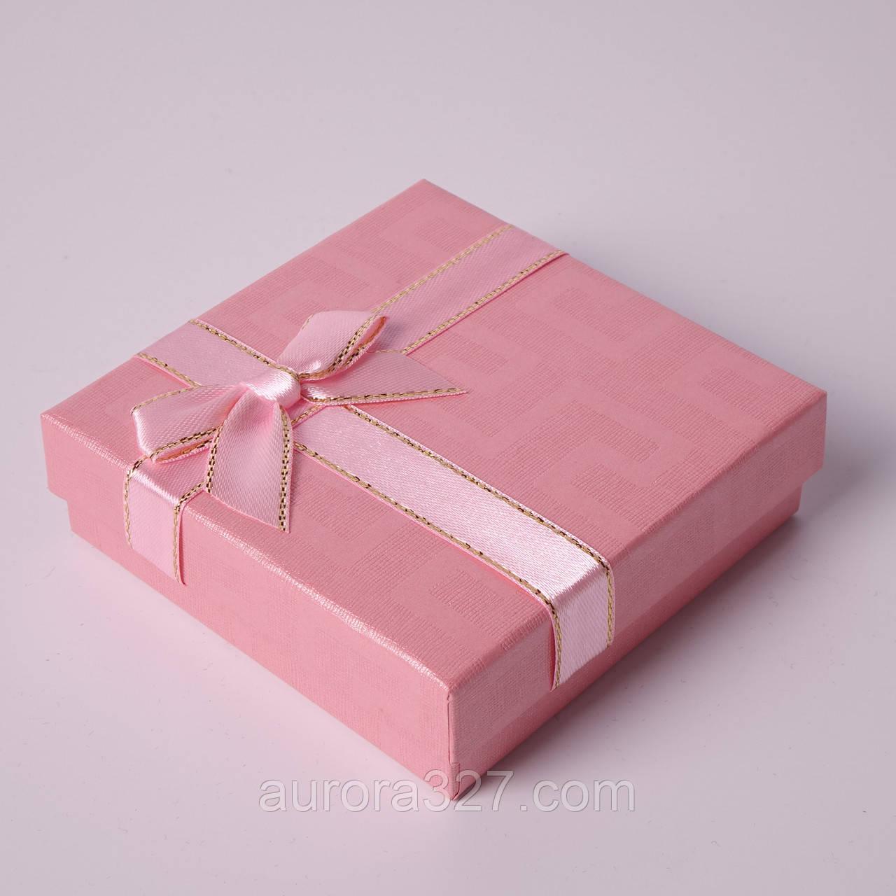 """Подарочная коробочка """"Геометрия с бантом розовая 9 х 9 х 2,5 см"""" для набора"""