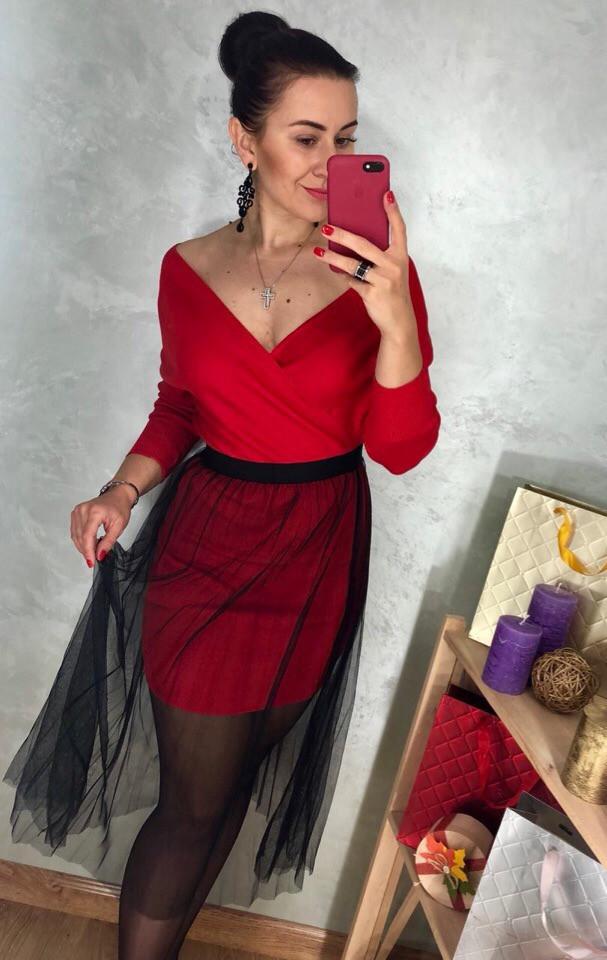Красное платье с фатиновой юбкой