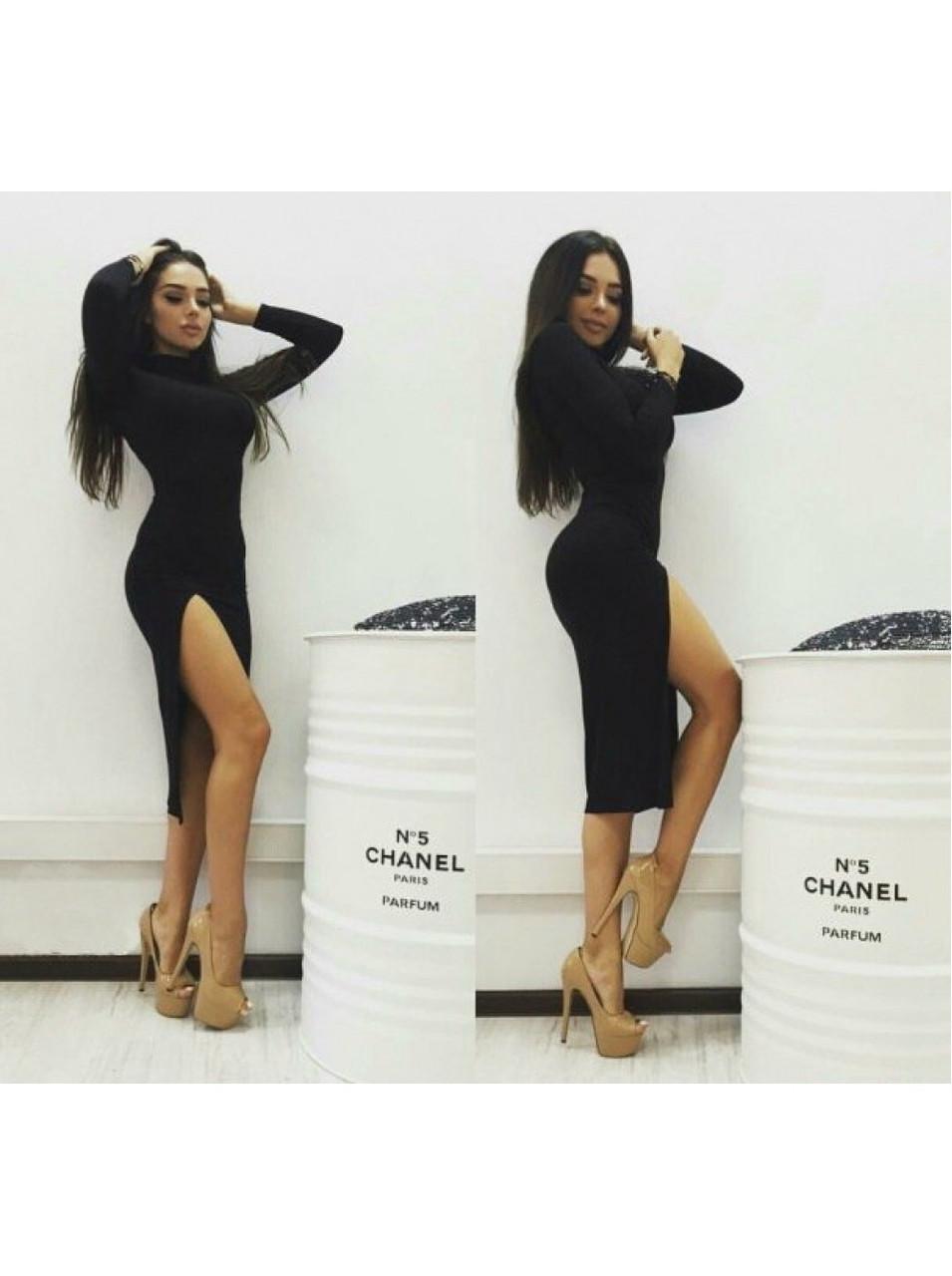 Стильное трикотажное платье миди с высокой горловиной с разрезом черное