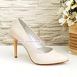 Классические женские кожаные туфли на шпильке, цвет бежевый, фото 2