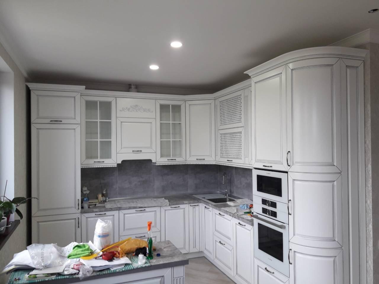 Кухня на заказ в классическом стиле Blum-067