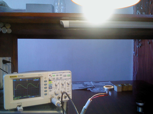 Светодиодная лампа, имеющая аналогичный цоколь с лампой накаливания.