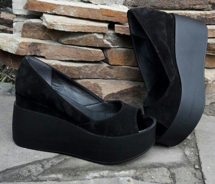 Черные замшевые туфли на платформе с открытым носком 36-40 р