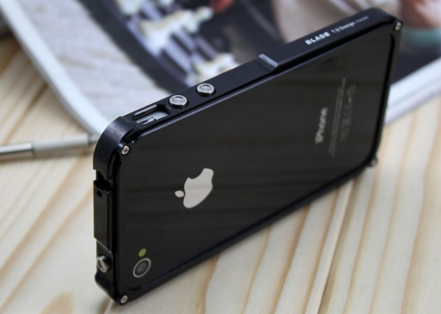Металлический бампер Blade для iPhone 4 4S