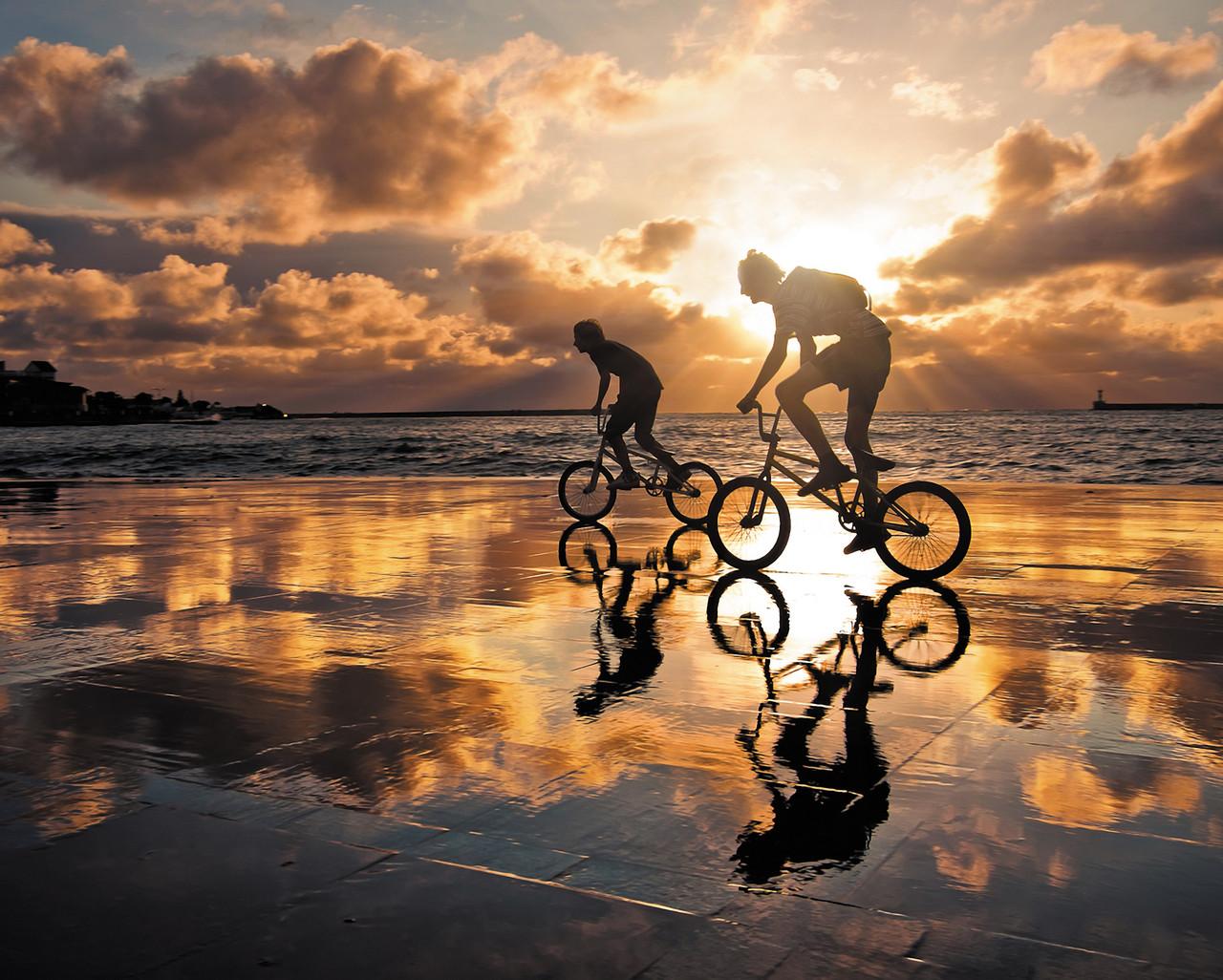 "Картина на стекле ""Закат и велосипедисты"""
