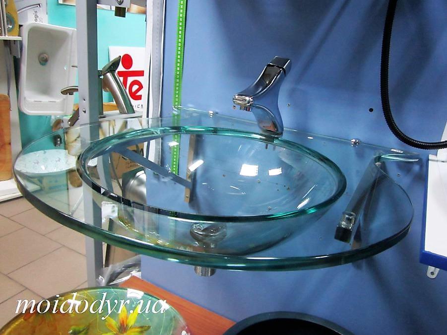 Умывальник стеклянный навесной на металлических хромированных кронштейнах