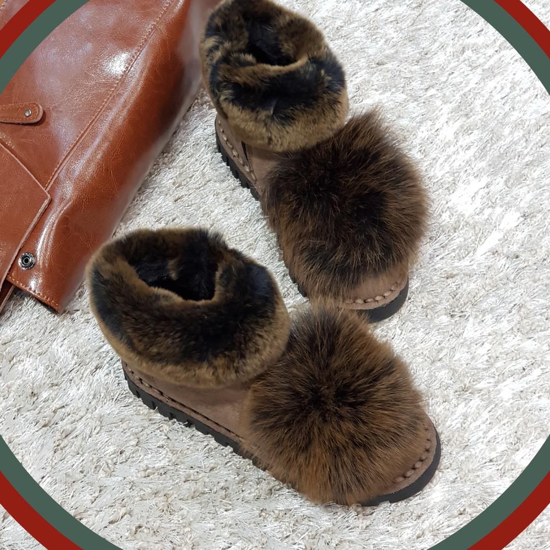 Ботинки зимние с натуральным мехом из искусственной замши на плоской подошве коричневые