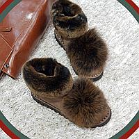 Ботинки зимние с натуральным мехом из искусственной замши на плоской подошве коричневые, фото 1